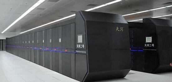 """""""银河仿真-i"""",相当于通用千万次大型计算机的5至50倍"""