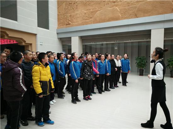 乌苏市第五中学组织学生参观博物馆